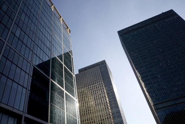 Skyscrapers are seen at Canary Wharf financial district in London, Britain, October 26, 2015. REUTERS/Reinhard Krause