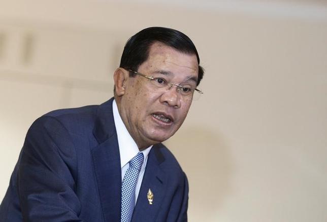 Cambodia's Prime Minister Hun Sen arrives at the National Assembly in Phnom Penh October 30, 2015. REUTERS/Samrang Pring