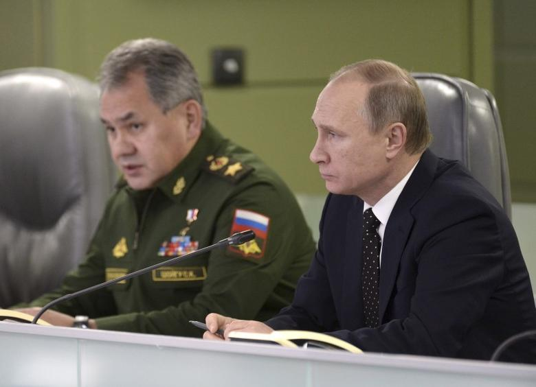 Russian President Vladimir Putin (R) with Defence Minister Sergei Shoigu attend a meeting on Russian air force's activity in Syria at the national defence control centre in Moscow, Russia, November 17, 2015.  REUTERS/Alexei Nikolskyi/SPUTNIK/Kremlin