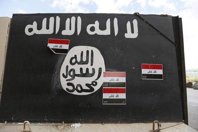 A wall painted with the black flag commonly used by Islamic State militants, near former Iraqi president Saddam Hussein's palace in Tikrit  April 1, 2015.  REUTERS/Thaier Al-Sudani