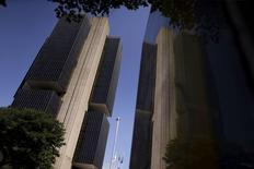 La sede del Banco Central de Brasil, en Brasilia, 9 de diciembre de 2015. Brasil anotó un déficit presupuestario primario del sector público de 19.567 millones de reales (5.070 millones de dólares) en noviembre, mostraron datos del Banco Central publicados el martes. REUTERS/Ueslei Marcelino