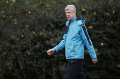 Técnico do Arsenal, Arsene Wenger, em treino da equipe. 12/08/2015 Action Images via Reuters / Paul Childs