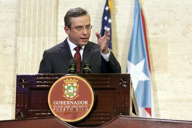 Puerto Rico's Governor Alejandro Garcia Padilla delivers his state of the Commonwealth address at the Capitol building in San Juan, Puerto Rico April 30, 2015. REUTERS/Alvin Baez