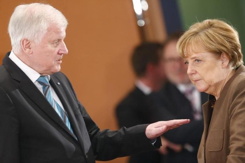 Bavarian Prime Minister and head of the Christian Social Union (CSU) Horst Seehofer talks with German Chancellor Angela Merkel prior to a meeting of German state leaders to discuss the migrant crisis, in Berlin, Germany, December 3, 2015. REUTERS/Hannibal Hanschke