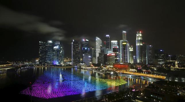 1月3日、シンガポール通産省が発表した第4・四半期の国内総生産(GDP)速報値は、季節調整済みの前期比年率5.7%増で、ロイター調査による予想の1.7%増を大幅に上回った。写真はシンガポールのマリーナ・ベイ。2015年12月撮影(2016年 ロイター/Edgar Su)