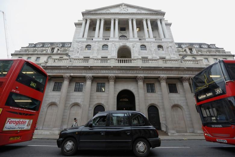 A taxi and buses queue outside the Bank of England in London, Britain December 10, 2015.  REUTERS/Luke MacGregor