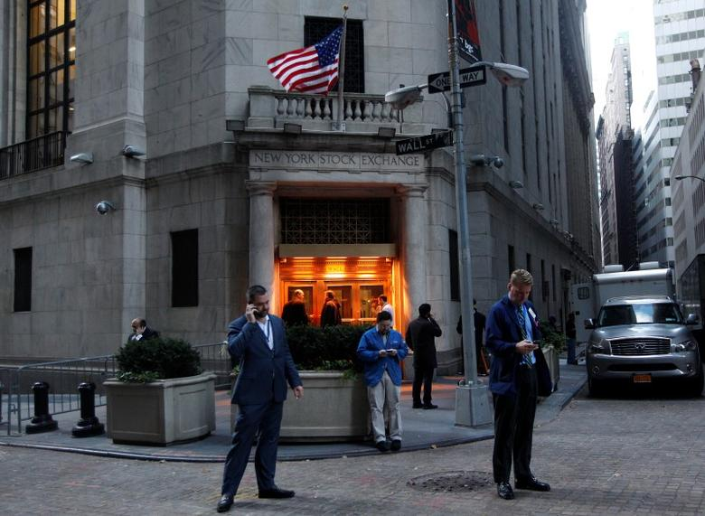 Traders stand outside the New York Stock Exchange prior to the opening bell October 31, 2012. .  REUTERS/Brendan McDermid