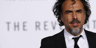 """En la imagen, el director de cine González Iñárritu en el estreno de  """"The Revenant"""" en Hollywood, el 16 de diciembre de 2015. La película más reciente del cineasta mexicano Alejandro González Iñárritu, """"The Revenant"""", figuró el martes entre los nominados a los premios del Sindicato de Productores (PGA, por su sigla en inglés) de Hollywood. REUTERS/Mario Anzuoni"""
