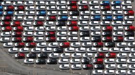 Vehículos nuevos de Ford en la planta de la compañía en Sao Bernardo do Campo, Brasil, feb 12, 2015. La producción de automóviles en Brasil cayó un 18,4 por ciento y las ventas subieron un 16,7 por ciento en diciembre frente a noviembre, dijo el jueves la asociación nacional de fabricantes de automóviles.  REUTERS/Paulo Whitaker