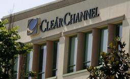 Clear Channel Outdoor annonce jeudi la vente à Lamar Advertising de ses activités d'affichage extérieur dans cinq métropoles (Cleveland, Des Moines, Memphis, Reno et Seattle) des Etats-Unis pour 458,5 millions de dollars (422 millions d'euros). /Photo d'archives/REUTERS/Fred Prouser