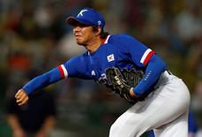 South Korea's pitcher Lim Chang-yong throws the ball against Taiwan in the ninth inning of their baseball game final at Munhak Baseball Stadium during the 17th Asian Games in Incheon September 28, 2014. REUTERS/Issei Kato