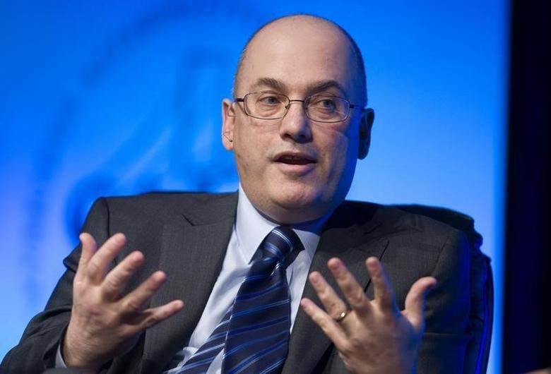 Hedge fund manager Steven A. Cohen responds to a question during a one-on-one interview session at the SkyBridge Alternatives (SALT) Conference in Las Vegas, Nevada May 11, 2011.  REUTERS/Steve Marcus
