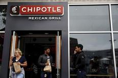 People carry bags as they leave a Chipotle Mexican Grill restaurant in San Francisco, California July 21, 2015. REUTERS/Robert Galbraith