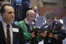 Traders work on the floor of the New York Stock Exchange January 7, 2016. REUTERS/Brendan McDermid