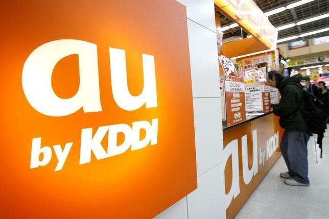 1月12日、KDDI(au)とソフトバンクは12日、学生向けの割引サービスを強化すると発表した。写真は都内で2009年1年撮影(2016年 ロイター)