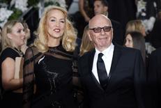 Ex-modelo Jerry Hall e o magnata da mídia Rupert Murdoch chegam ao 73º Prêmio Globo de Ouro em Beverly Hills, Califórnia. 10 de janeiro de 2016. REUTERS/Mario Anzuoni