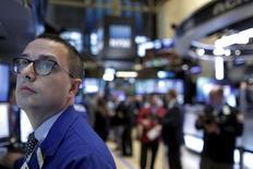 Wall Street a fini en nette hausse jeudi, portée par des achats à bon compte et un rebond des valeurs de l'énergie dans le sillage des cours du pétrole. /Photo prise le 14 janvier 2016/REUTERS/Brendan McDermid