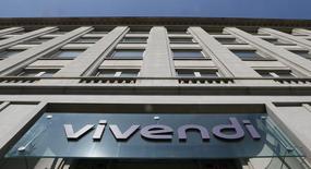 Vivendi a annoncé vendredi avoir débouclé l'opération de couverture des titres Activision Blizzard qu'il possédait encore et avoir vendu l'intégralité des titres Activision Blizzard à un établissement bancaire pour un produit net de 1,1 milliard de dollars (environ 1 milliard d'euros). /Photo prise le 8 avril 2015/REUTERS/Gonzalo Fuentes