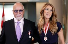 Cantora Celine Dion e o marido após receber Ordem do Canadá, do governo canadense, na cidade de Quebec 26/7/2013 REUTERS/Mathieu Belanger