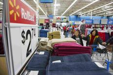 Shoppers look at towels while walking through a Walmart store in Secaucus, New Jersey, in this November 11, 2015, file photo.  REUTERS/Lucas Jackson