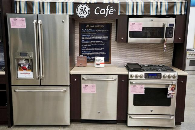 General Electric appliances are on display for sale at an appliance store in Westminster, Colorado January 15, 2016.  REUTERS/Rick Wilking