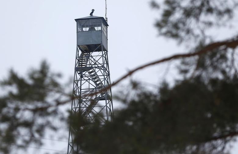 A watch tower is manned at the Malheur National Wildlife Refuge near Burns, Oregon, in this January 3, 2016 file photo. REUTERS/Jim Urquhart
