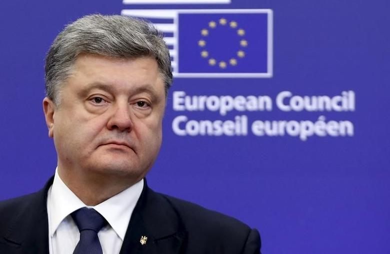 Ukraine's President Petro Poroshenko attends a joint news conference with European Council President Donald Tusk and European Commission President Jean-Claude Juncker (unseen) at the EU Council in Brussels, Belgium, December 16, 2015. REUTERS/Francois Lenoir