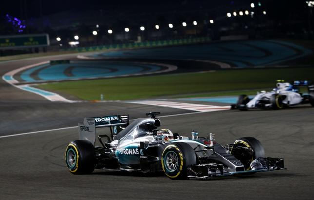 Formula One - F1 - Abu Dhabi Grand Prix 2015 - Yas Marina Circuit, Abu Dhabi, United Arab Emirates - 29/11/15Mercedes' Lewis Hamilton in action during the raceMandatory Credit: Action Images / Hoch ZweiLivepic
