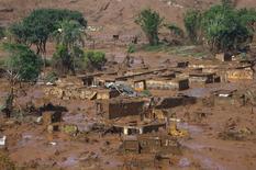 Distrito de Bento Rodrigues coberto por lama após rompimento de barragem da Vale e da BHP Billiton em Mariana, Brasil. 6  de novembro de 2015. REUTERS/Ricardo Moraes