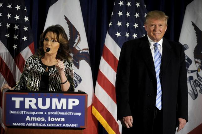 1月19日、2008年の米大統領選で共和党の副大統領候補だったサラ・ペイリン元アラスカ州知事が、次期大統領選で共和党候補指名を目指すトランプ氏への熱烈な支持を表明した(2016年 ロイター/MARK KAUZLARICH)