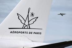 Aéroports de Paris précise ne pas avoir déposé d'offre ferme pour acquérir une part de 20% dans l'exploitant vietnamien Airports Corporation of Vietnam (ACV). Le groupe dit  néanmoins avoir marqué son intérêt pour le dossier. /Photo d'archives/REUTERS/Charles Platiau