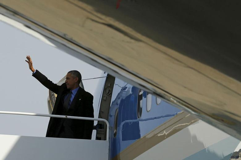 U.S. President Barack Obama boards Air Force One for travel to Detroit from Joint Base Andrews, Maryland January 20, 2016. REUTERS/Jonathan Ernst
