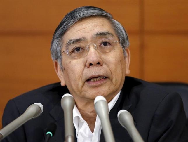 1月21日、外為市場では、ドル/円が115円を割り込む円高進行となれば、日銀に追加緩和期待が高まるとの見方が多い。しかし、その効果では、第1弾や第2弾のような持続力は乏しいとの指摘も出ている。写真は黒田日銀総裁、日銀で2015年5月撮影(2016年 ロイター/Toru Hanai)