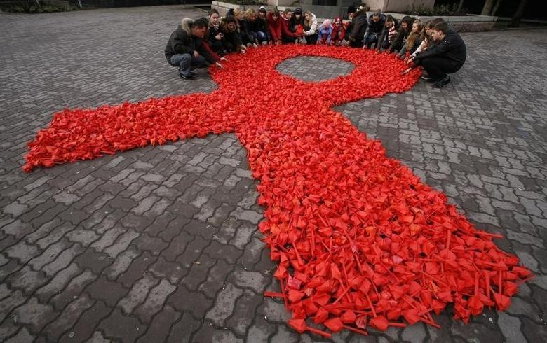 Activists of ''Young medics of Russia'' social organization and city volunteers form a red ribbon, the symbol of the worldwide campaign against AIDS, made from paper tulips as they take part in the campaign and also mark International Volunteers' Day in the city of Rostov-on-Don, December 5, 2010.  REUTERS/Vladimir Konstantinov