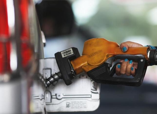 1月22日、原油相場は2日連続で上昇し、今週つけた12年ぶり安値水準から値を戻している。写真はジャカルタで2014年11月撮影(2016年 ロイター/Beawiharta)