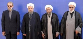 Президент Ирана Хаса Рухани (второй слева), спикер парламента Али Лариджани (слева), глава системы правосудия аятолла Садик Лариджани и глава администрации верховного лидера на публичном мероприятии в аэропорту Тегерана 3 октября 2015 года. Иран и Саудовская Аравия должны предпринять все шаги для деэскалации двусторонней напряжённости, сказал заместитель министра иностранных дел Ирана Аббас Аракчи. REUTERS/Raheb Homavandi/TIMA