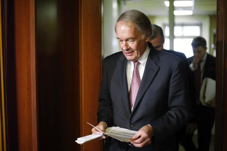 U.S. Senator Edward Markey (D-MA) arrives for a news conference after a Senate vote on whether to overturn a presidential veto of the Keystone XL pipeline, at the U.S. Capitol in Washington, March 4, 2015. REUTERS/Jonathan Ernst