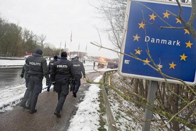 Police officers walk at the Danish-German border in Krusaa, Denmark January 9, 2016. REUTERS/Claus Fisker/Scanpix Denmark