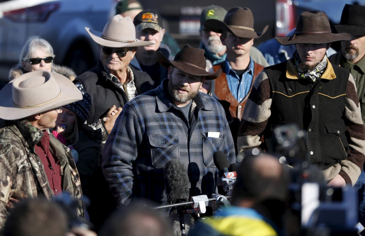 One shot dead as FBI arrests Oregon occupation leader, others