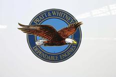 Logo du constructeur de moteurs d'avions Pratt & Whitney, membre du conglomérat industriel United Technologies qui a annoncé une baisse de 4,5% de son chiffre d'affaires du quatrième trimestre, à 14,30 milliards de dollars contre 14,98 milliards un an auparavant, conséquence de la vigueur du dollar. /Photo prise le 18 juin 2015/REUTERS/Arnd Wiegmann