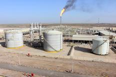 Нефтяное месторождение Халфайя в Ираке. 21 января 2016 года. Ирак готов принять участие во внеочередном совещании ОПЕК и даже снизить добычу, если страны, входящие и не входящие в картель, договорятся об этом, сказал министр финансов Ирака Хошияр Зебари. REUTERS/Essam Al-Sudani