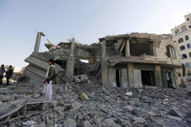A Houthi militant stands guard outside the house of court judge Yahya Rubaid after a Saudi-led air strike destroyed it, killing him, his wife and five other family members, in Yemen's capital Sanaa January 25, 2016. REUTERS/Khaled Abdullah