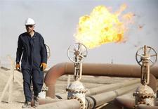 Les pays du Golfe membres de l'Opep et l'Arabie saoudite sont disposés à coopérer à toute action pour stabiliser les cours du pétrole, /Photo d'archives/REUTERS/Atef Hassan