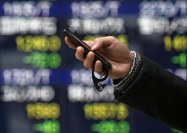 1月29日、来週の東京株式市場は、引き続き落ち着かない相場となりそうだ。写真は都内で昨年1月撮影(2016年 ロイター/Issei Kato)