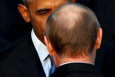 Президент США Барак Обама (слева) и президент России Владимир Путин на саммите G20 в Анталье 15 ноября 2015 года. Обвинения в коррупции, прозвучавшие в адрес президента РФ Владимира Путина со стороны американских чиновников, являются попыткой повлиять на ход будущей президентской кампании в России, сказал пресс-секретарь Кремля Дмитрий Песков. REUTERS/Jonathan Ernst