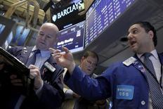 Traders work on the floor of the New York Stock Exchange January 29, 2016. REUTERS/Brendan McDermid