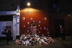 People look at a mural of David Bowie in Brixton, south London, Britain January 12, 2016.  REUTERS/Stefan Wermuth
