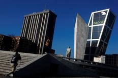 La banque espagnole Bankia, contrôlée par l'Etat, fait état d'une hausse de près de 40% de son bénéfice net annuel à 1,04 milliard d'euros, en dépit du coût des litiges liés aux conditions controversées de son introduction en Bourse il y a quatre ans. /Photo d'archives/REUTERS/Susana Vera