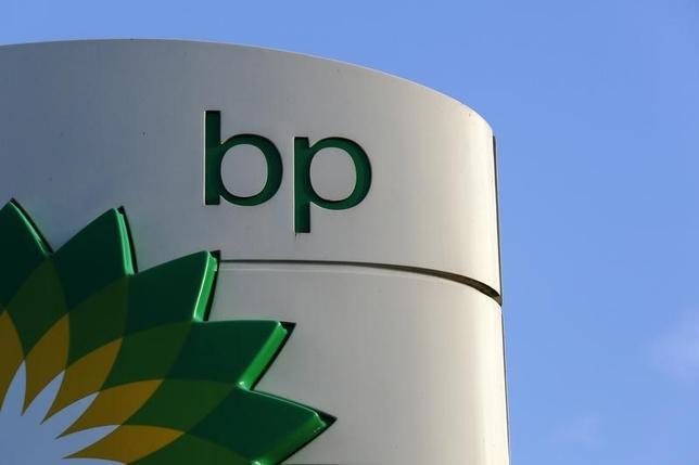 2月2日、英石油大手BPは2日、2015年通年で65億ドルの損失を計上したと発表した。写真は同社のロゴ。ロンドンで昨年1月撮影(2016年 ロイター/Luke MacGregor)