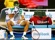 Roger Federer em partida contra Novak Djokovic no Aberto da Austrália.    28/01/2016      REUTERS/Thomas Peter